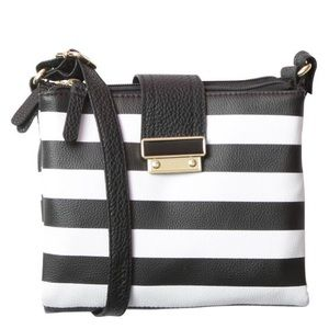Handbags - 🆕Camille 3 pocket Crossbody